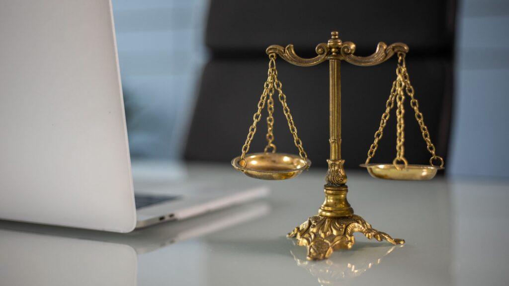 法律のモニュメント