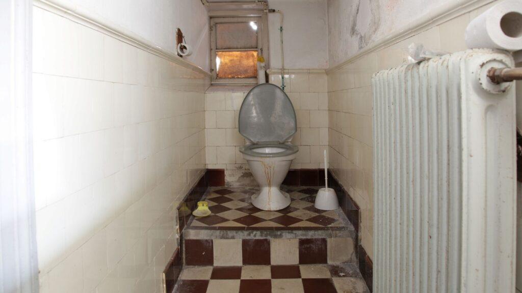 汚いトイレ