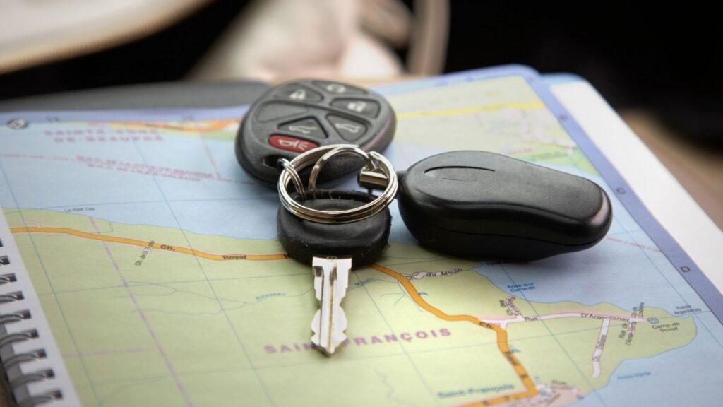 車の鍵と地図