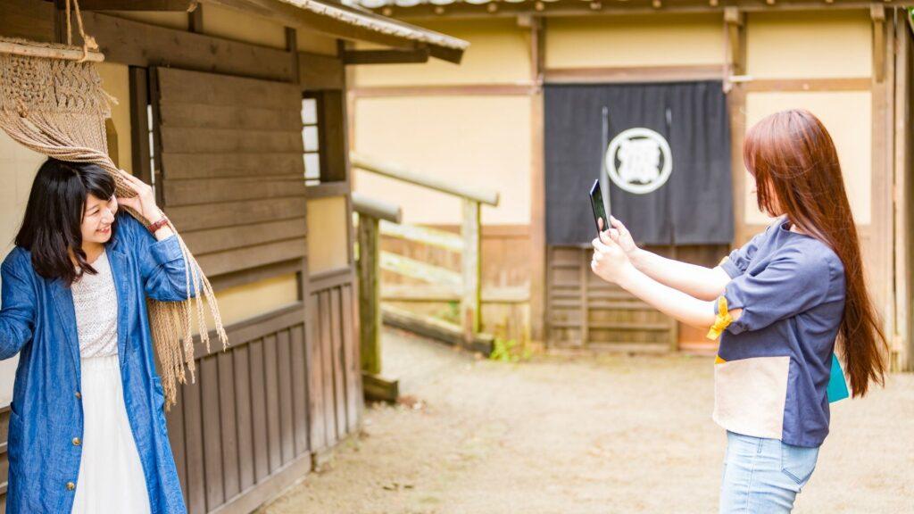 観光を楽しむ日本人女子