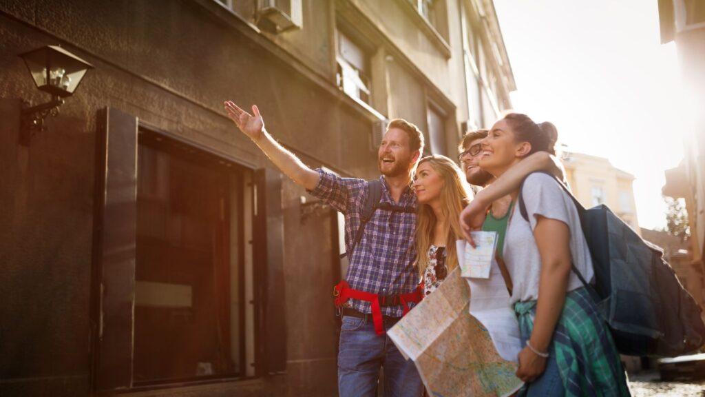 観光をする外国人